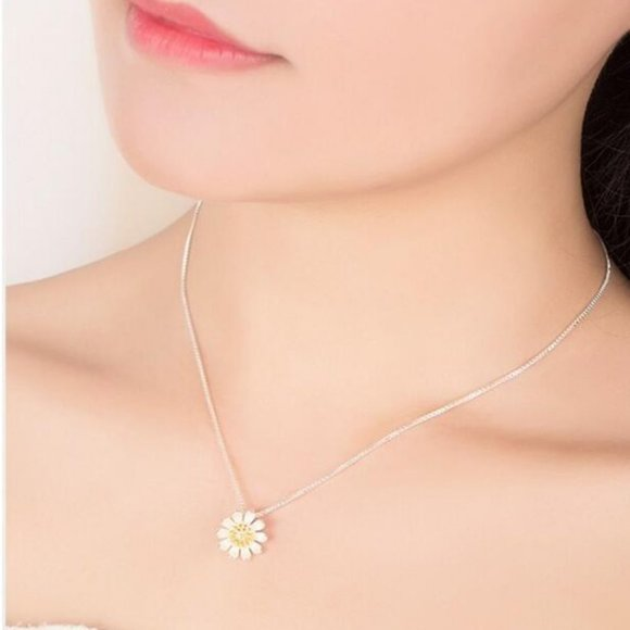 Jewelry - NEW 925 Sterling Silver Two Tone Daisy Necklace